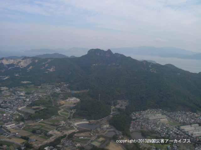【備考画像】宝永4年の地震による五剣山の崩壊