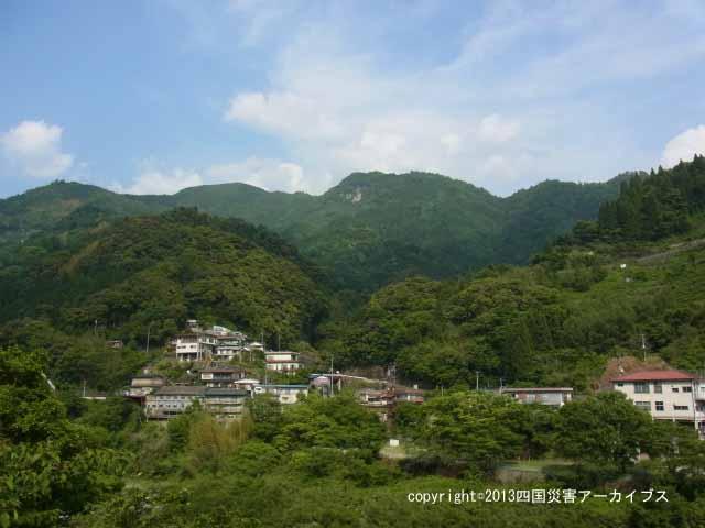 【備考画像】昭和55年のトウジ山の地すべり