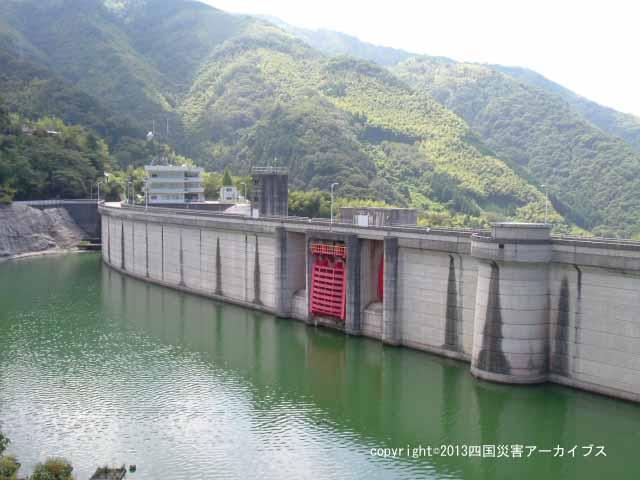 【備考画像】平成13年の渇水